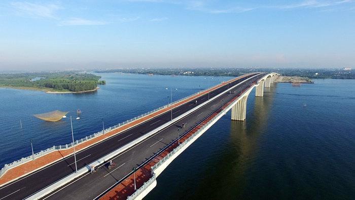 hình ảnh cây cầu gắn liền với dự án - Cầu Cửa Đại